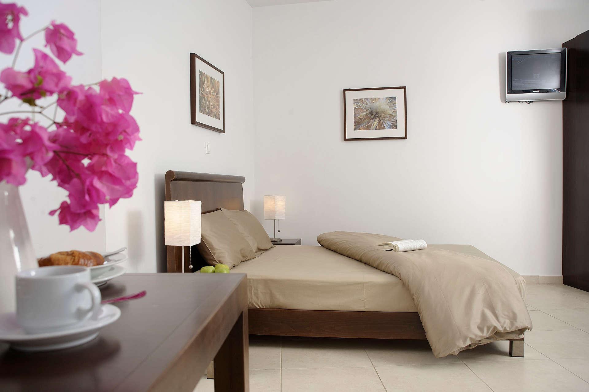 glaros_room05